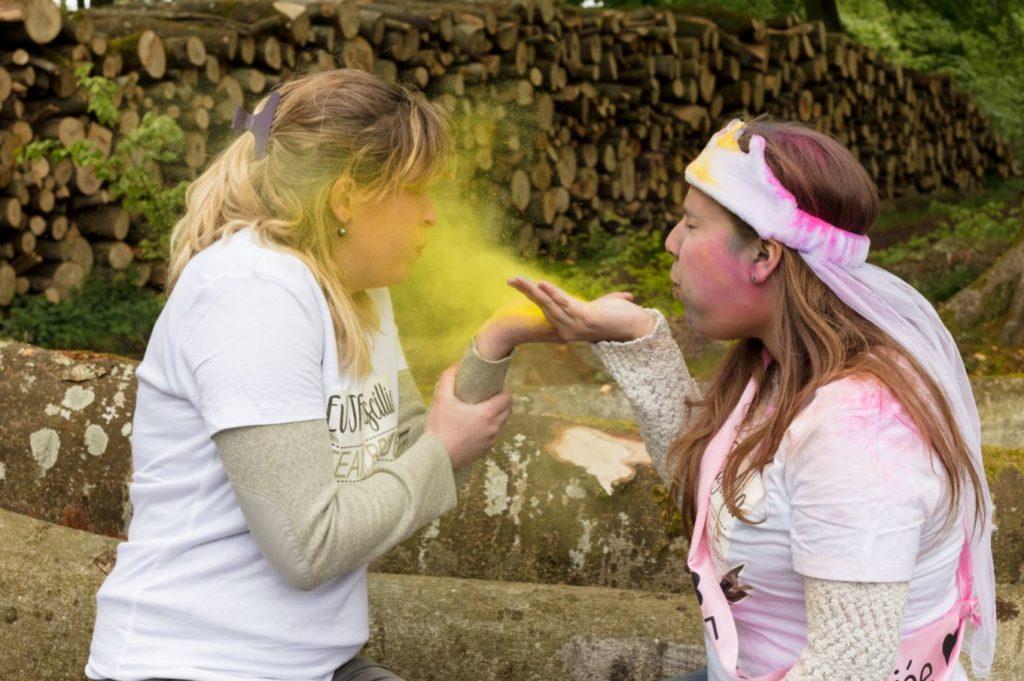 Enterrement de vie de jeune fille en couleurs jaune
