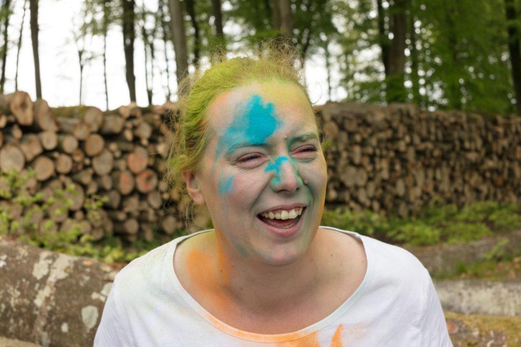 Enterrement de vie de jeune fille en couleurs sourire