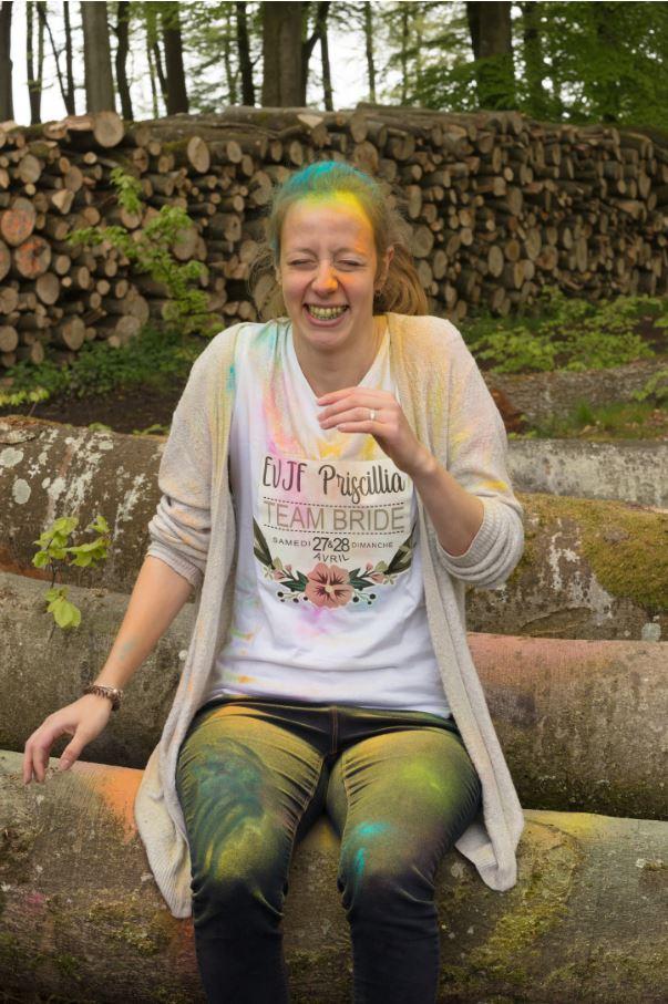 Enterrement de vie de jeune fille en couleurs rire