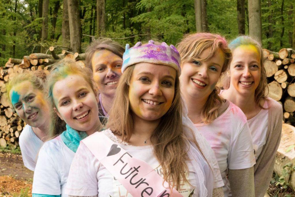 Enterrement de vie de jeune fille en couleurs photo groupe