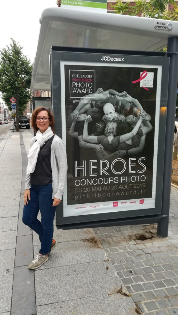 Photo finaliste 2018 Estée Lauder Pink Ribbon Photo Award Moi et abribus Amiens