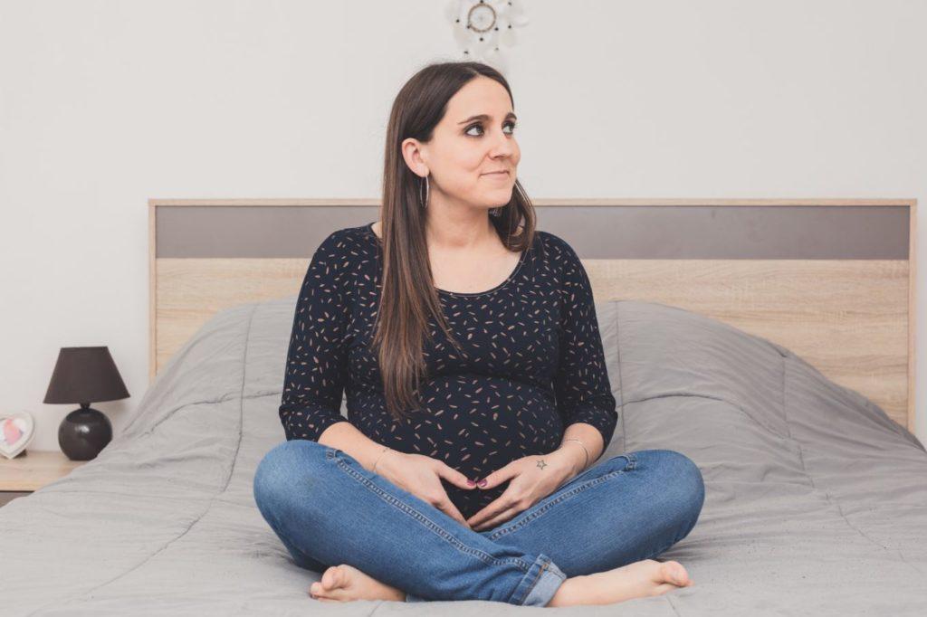 Séance maternité à domicile chambre